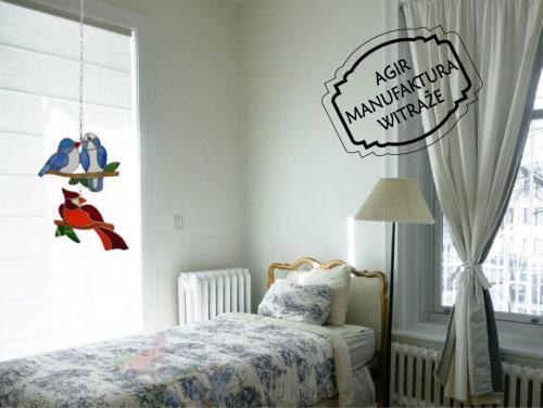 witraż ptaszki okno sypialnia pokój mieszkanie